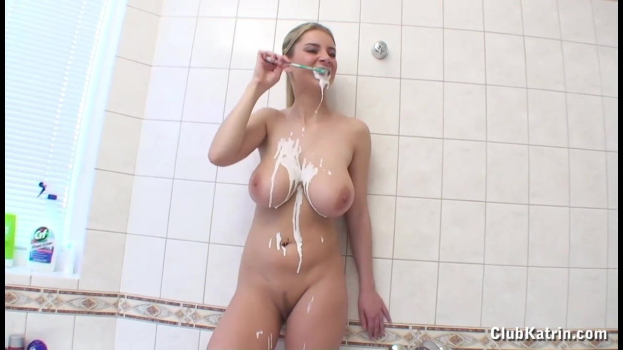 Latex Horny Housewife