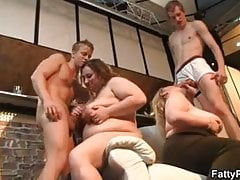 Chubby party girls suck dicks in the pub's Thumb