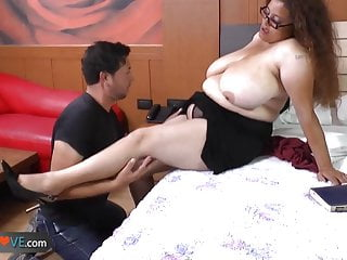 AgedLove this tattooed brunette is fucking horny man