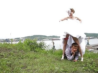 Download video bokep Bride Under Her Wedding Dress Mp4 terbaru