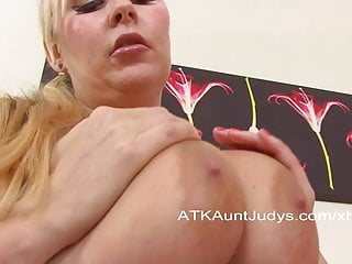 Jessica Fingers Her Hot Wet Shaved Pussy