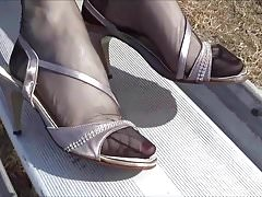 Beautyful toes and vintage footwear sparkling in the sun