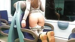 mostrando a bunda no trem