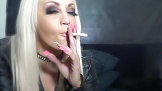 blond-smoker 720p.mp4