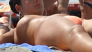 Topless Girls spied at the beach