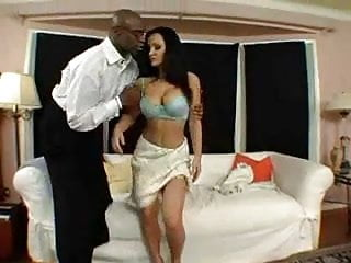 Download video bokep Lisa Ann Welcomes Sean To The Hood. Mp4 terbaru