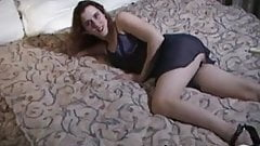 Canadian wife using vibrator on wet pussy in motel room solo