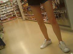 Candid long legs & upshorts