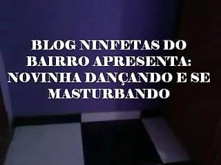 NINFETA DO BAIRRO DANCANDO E SE MASTURBANDO