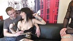 Petite brunette francaise se fait ramoner le petit cul serre