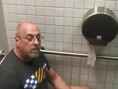 Caught - Dad jerking off in the bathroom