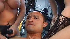 Bikers strapon pegging