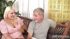 BBW Juicy jasmine & Jade Rose seduce a guy with their plumpn