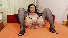Very Sweet Grannies 01 (using Dildo)