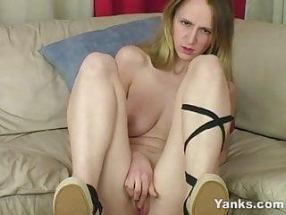 Yanks Blondie Janie Lynn Fingers Her Pussy