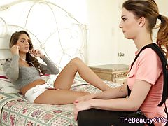 Beautiful teen lesbians pussy licking in bed