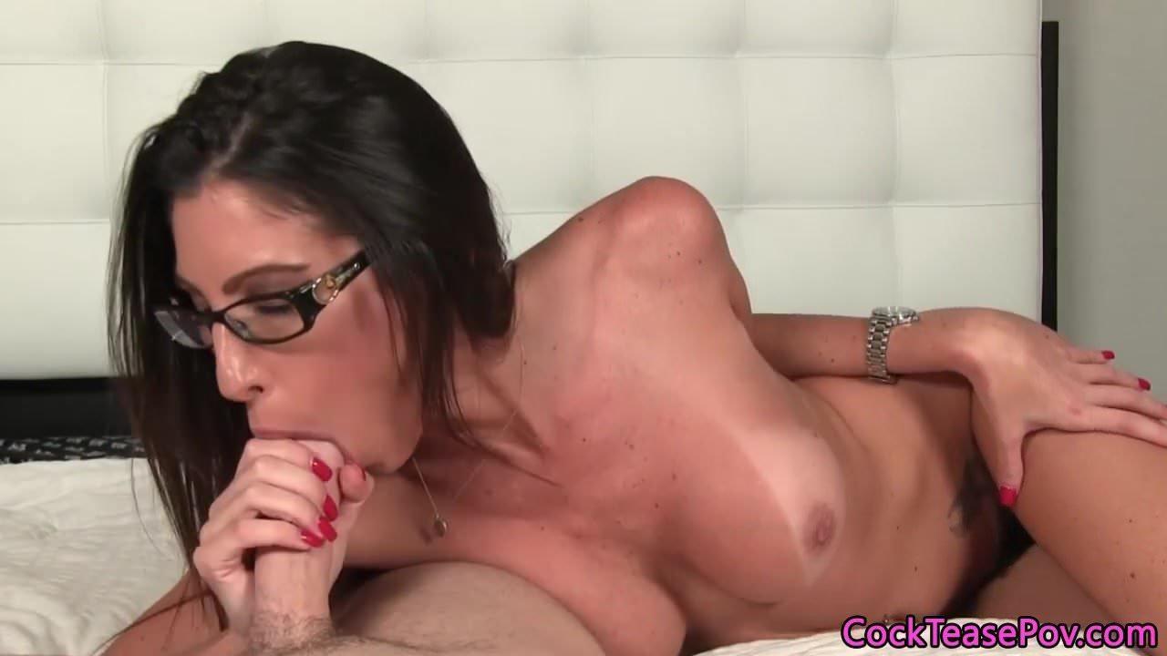 Throating spex model sucking hard cock