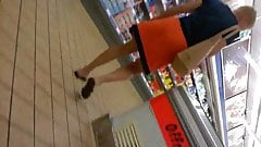 upskirt french mature in supermarket