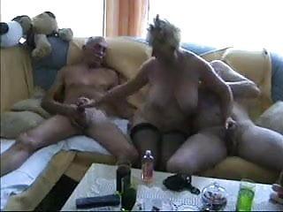 Amateur - Homemade Bisex Oral MaturesMMF Threesome