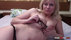 Mature with glasses plays with her cunt