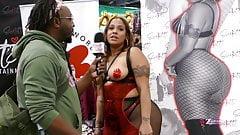 EXXXOTICA Expo NJ2019: big ass Scarlett shows some love