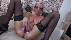 Posh mature MILF with hungry big cunt