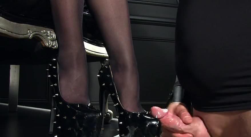 Отодрали раб дрочит в туфельку порнуха самая интересная