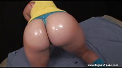 college girl dances with her big butt cheeks