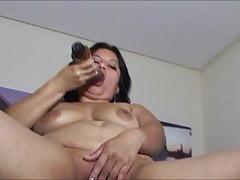Sofia madura masturbandose