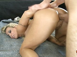 Hot Blonde Takes A Huge Cock Up Her Ass
