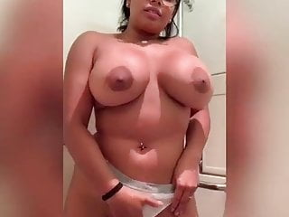 Tremendous Venezolada With Huge Tits Gets Hot On The Ave