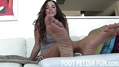 I want to feel your cum on my feet