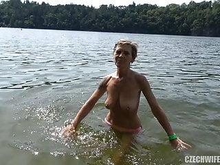 Download video bokep Beautiful Granny Sucking Young Cock Mp4 terbaru