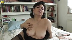 Sexy mature housewife mom play with her pussy