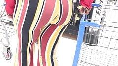 Зрелая мясистая чернокожая в колготках прокручивает Walmart