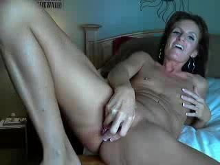 Free download & watch pretty milf masturbating in webcam         porn movies