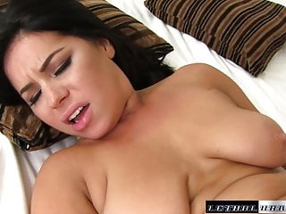 Teen Belle wants to fuck bigger cock and take thick loads