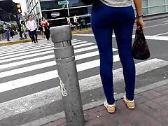 SEXY TEEN WALKING IN JEAN BLUE - 2