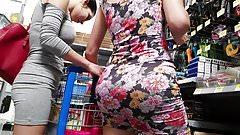 duas rabuda no supermercado