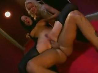 Kinky corridor 3some