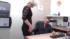 Cette mature se fait ramoner le cul au bureau's Thumb