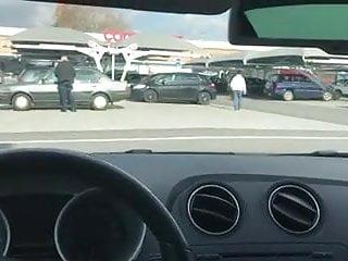 Broche tuga no carro