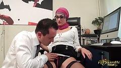Nabila Djela se fait bouffer la chatte par son patron