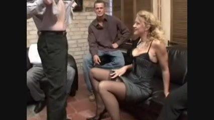 Blonde Deutsche Jung Stute geil im Hochbett zerfickt