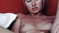 Blonde Clit Rubbing