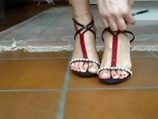 KIRIMIZI OJE feet foots and red nails 1
