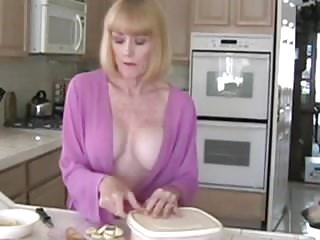 Download video bokep Mom and not her son Mp4 terbaru