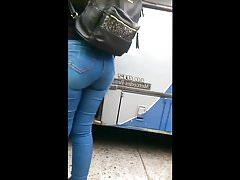 Rica culona en Jeans big booty jiggle