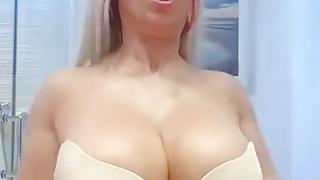 Nicole Coco Austin Huge cones