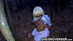 Jugando con mi negra nuera tetas en el bosque
